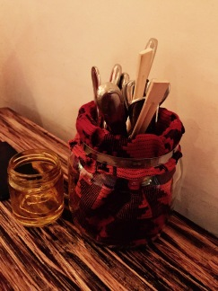Un restó para comer con cuchara, tenedor o con las manos