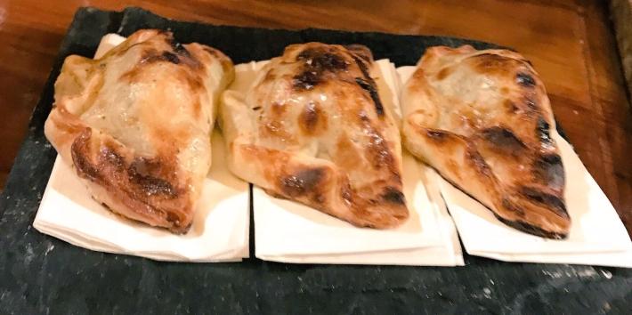 Empanadas de carne cortada al cuchillo